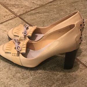Like new!! Tods heels